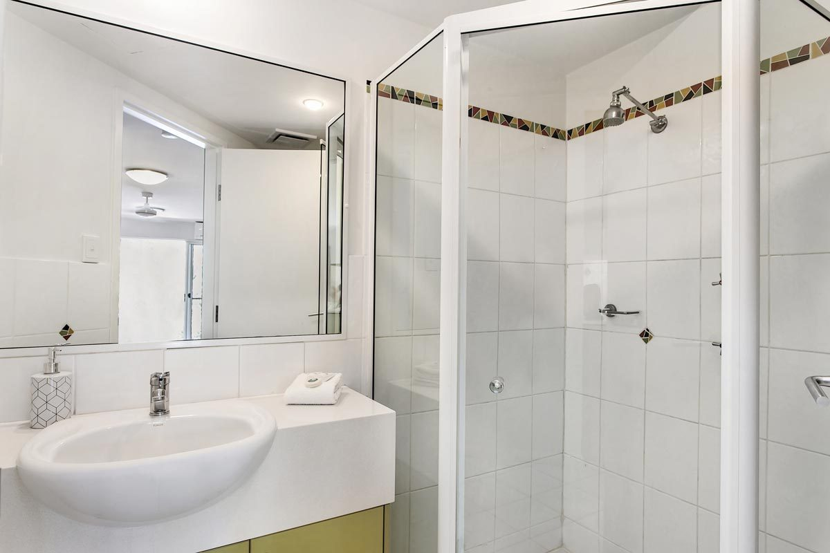 Beach Haven Studio Apartment Bathroom